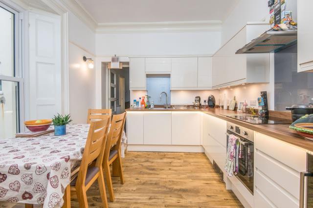 Flat 7 Hambleton House, 15 Barnpark Road, Teignmouth, Devon